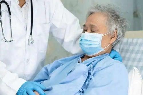 Pacient care se confruntă cu sechelele după pneumonie