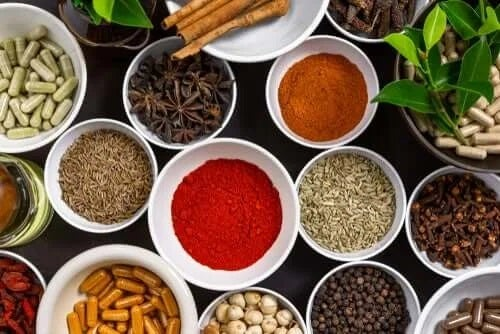 4 remedii cu condimente susținute de știință