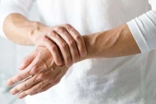 Este sindromul tunelului carpian sau artrită?