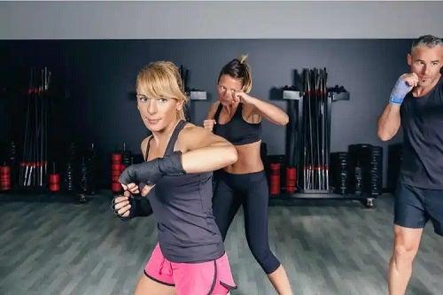 Sportivi care cunosc beneficiile fitboxingului