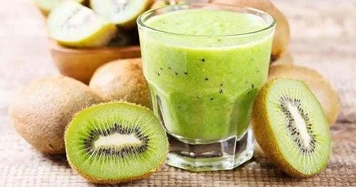 Pahar cu suc de kiwi