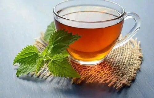 Utilizările cârmâzului la prepararea ceaiului