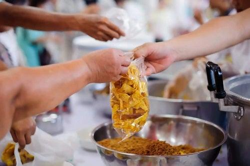 Alimente împărțite de Ziua Mondială Umanitară