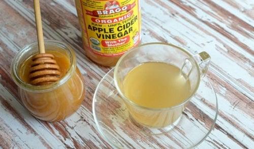 Antibiotic natural cu usturoi și miere