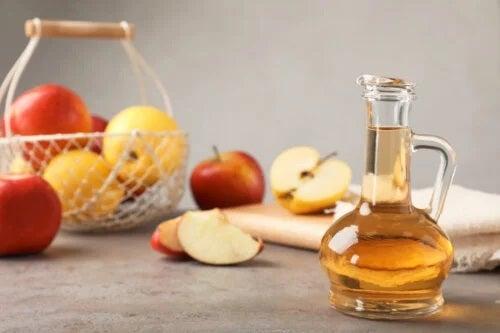 Cum se face un antibiotic natural cu usturoi și oțet de mere