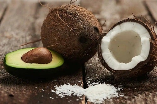 Avocado și nucă de cocos