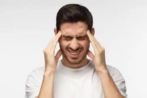 Bărbat care nu știe că creierul poate să simtă durere