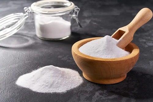 Bicarbonat de sodiu pentru a elimina mirosul urât din baie