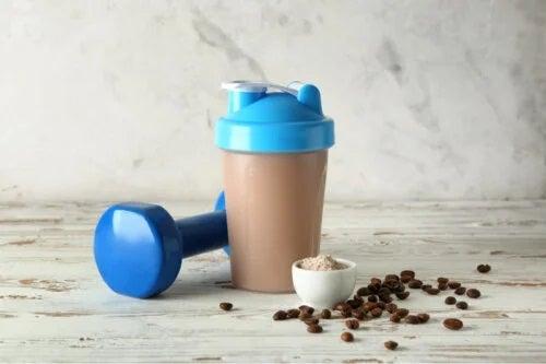 Cafeaua proteică: beneficii, recomandări și pregătire