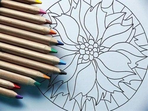 Copiii trebuie să picteze mandale creative