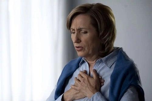 Femeie cu boala pulmonară obstructivă cronică