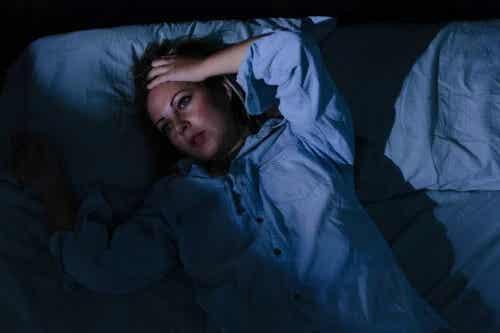 9 greșeli care nu te lasă să dormi: pot fi acestea evitate?