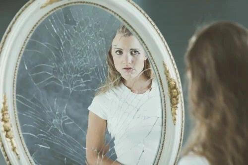 Imaginea corporală negativă și stima de sine