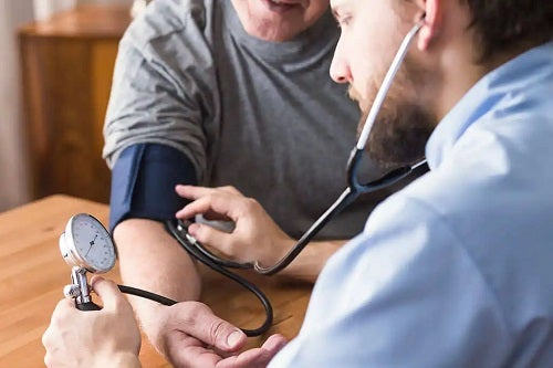 Medic ce vorbește despre beneficiile păducelului