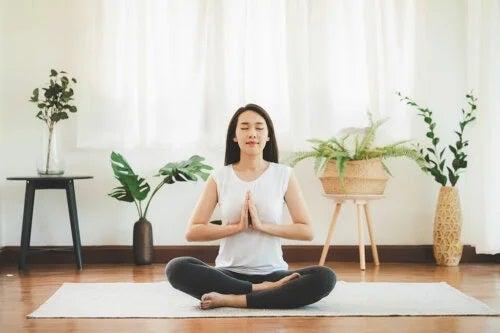 De ce este importantă meditația înainte de culcare?