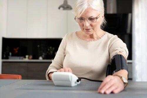 Menopauza și hipertensiunea: care este legătura?