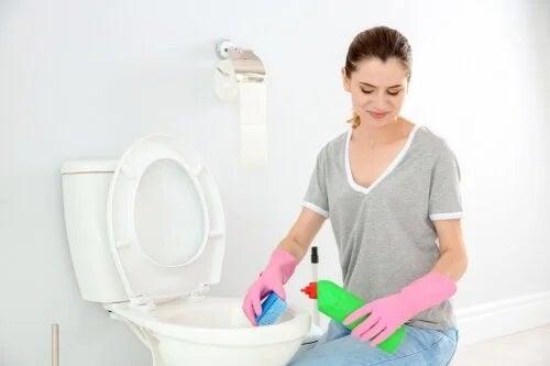 10 sfaturi pentru a elimina rapid mirosul urât din baie