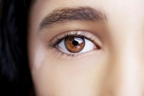 Ochi căprui frumoși