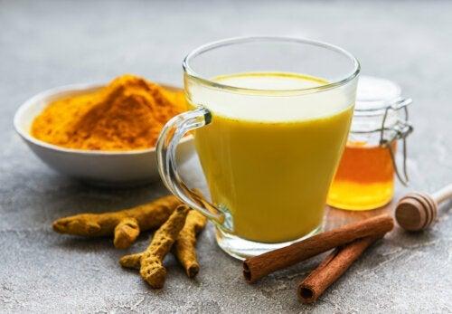 Un remediu natural incredibil de sănătos: curcuma cu miere