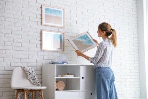 7 sfaturi pentru agățarea tablourilor fără stricăciuni