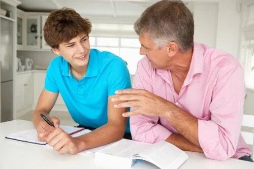 5 sfaturi pentru stabilirea limitelor pentru adolescenți