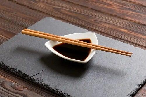 Sushi este sănătos consumat cu sos natural
