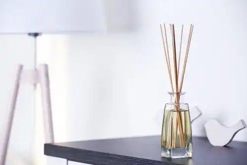 Utilizarea uleiurilor esențiale acasă pentru împrospătarea aerului