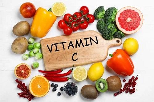 Vitamina C ajută la combaterea alergiilor sezoniere