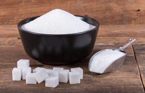 Zahăr pentru o rețetă de smochine în sirop