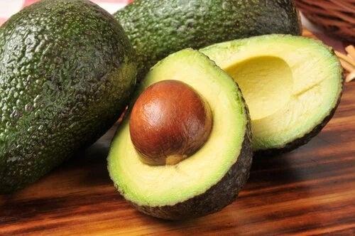 Avocado pe lista de alimente antiinflamatoare pentru colonul iritabil