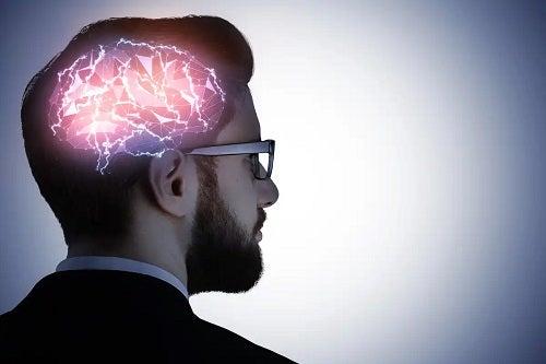 Bărbat care folosește memoria semantică