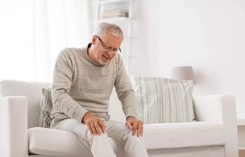 Bărbat care suferă de sindromul post-cădere