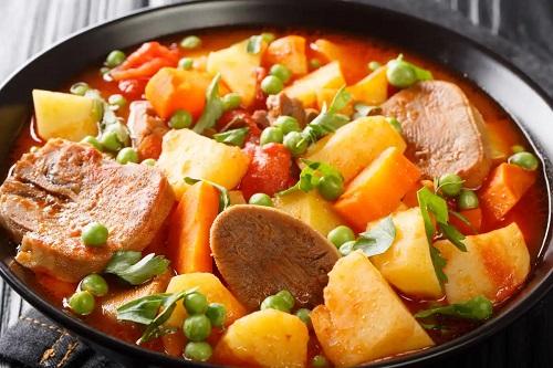 Beneficiile limbii de vită cu cartofi la cuptor