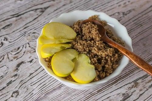 Bol cu quinoa la micul dejun