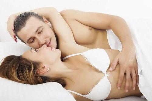 Cele mai plăcute poziții sexuale pentru bărbați