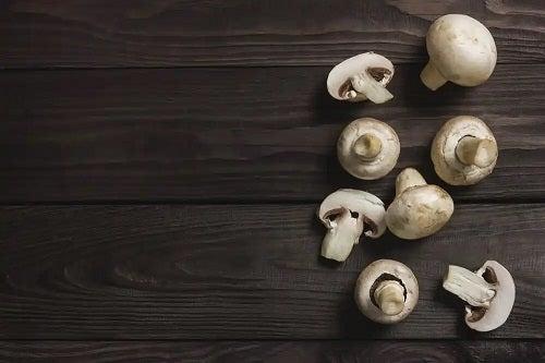 Ciuperci crude