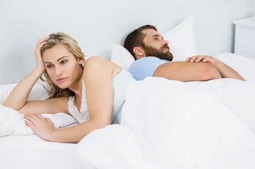 Cuplu care are probleme sexuale