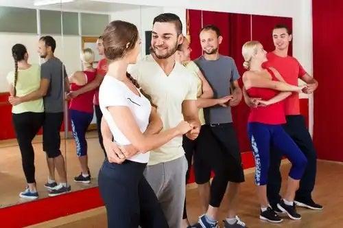 Dansuri pentru tonificarea picioarelor în cuplu