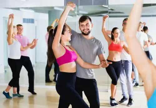 5 dansuri pentru tonificarea picioarelor, feselor și coapselor