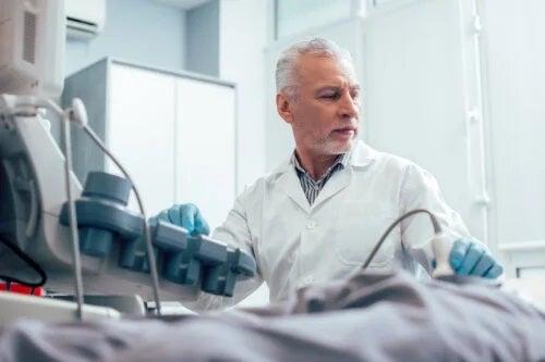 Ce este o ecografie testiculară și când este necesară?