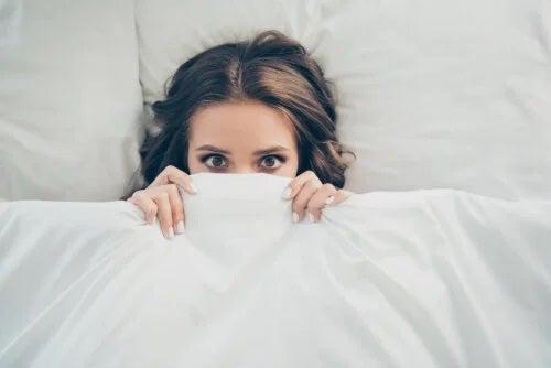 7 alimente de evitat în caz de probleme de somn