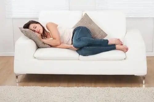 Femeie care nu crede că somnul îngrașă