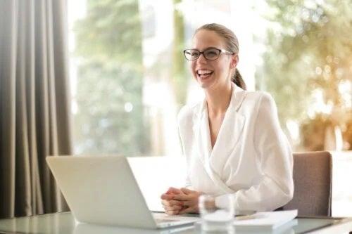Femeile de succes: cum reușesc să ajungă atât de sus?