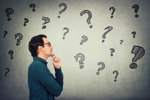 8 sfaturi pentru a îmbunătăți capacitatea de gândire independentă