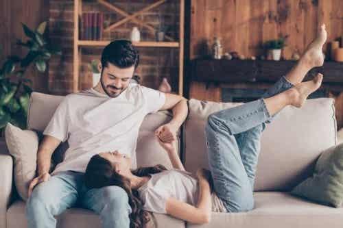 5 subiecte despre care să vorbești înainte de a te muta cu partenerul