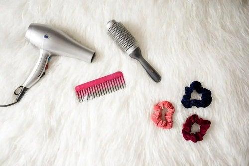 Instrumente pntru a ondula părul scurt