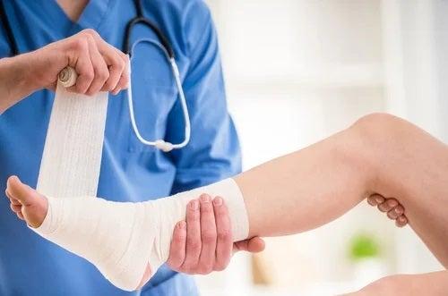 Medic ce tratează boli cauzate de purtarea tocurilor