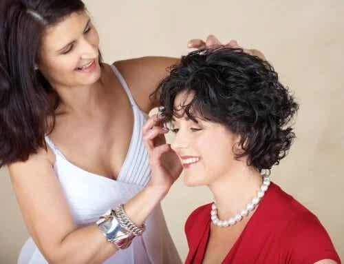 5 trucuri pentru a ondula părul scurt și a-i da un efect de volum