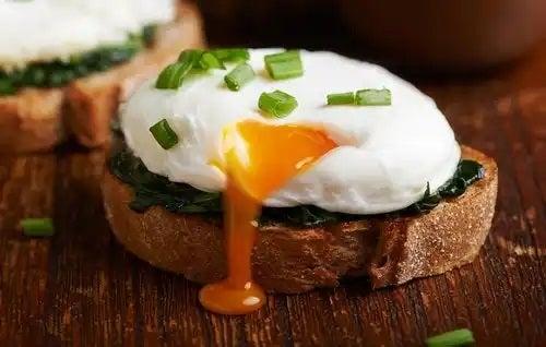 Ou poșat pe felie de pâine