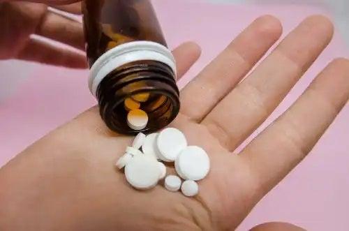 Prsoană care știe ce sunt excipienții medicamentelor